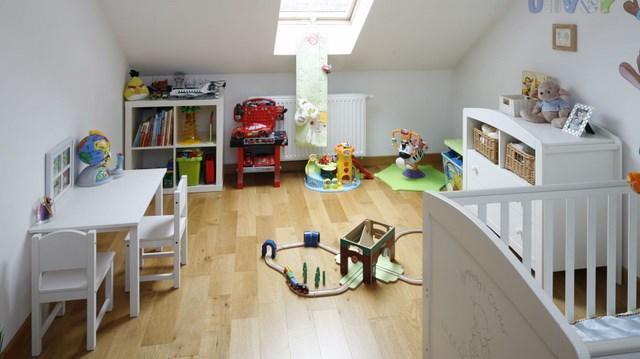 игрушки и мебель