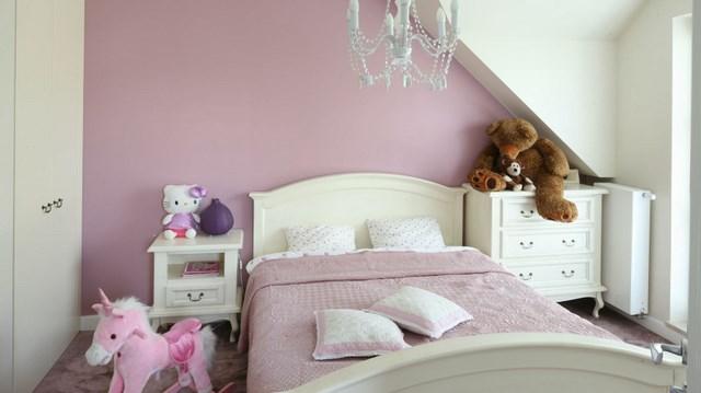 розовый цвет стен и покрывала