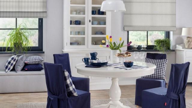 синяя мебель в столовой