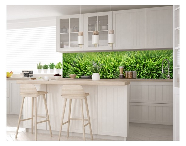 белая мебель и зеленый кухонный фартук