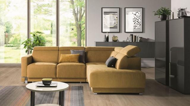 диван горчичного цвета
