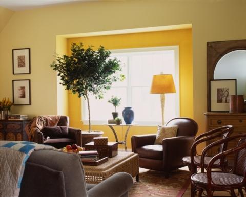 Желтый цвет стены и аксессуаров.