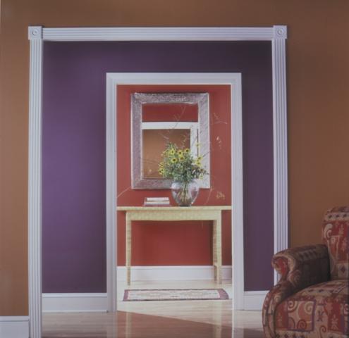 Разные оттенки вокруг дверного проема усиливают глубину