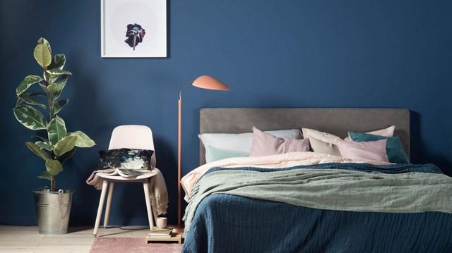синий цвет стены