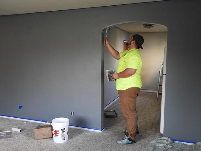 покраска стен в серый цвет