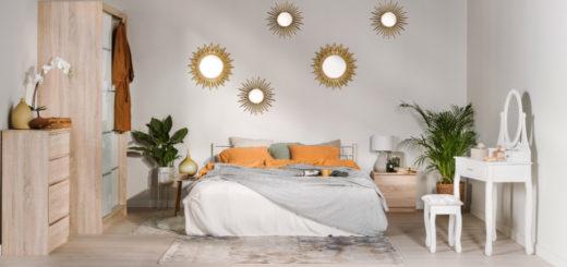 зеркала на стене спальни в форме солнца