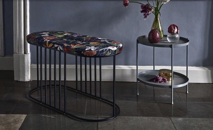 Современная мебель с тропическим рисунком