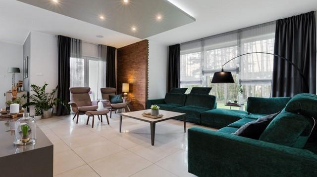 Удобный диван-это главный элемент гостиной в цветах земли