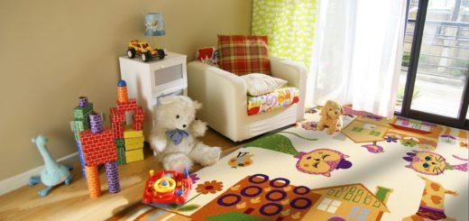 яркий ковер на полу детской комнаты
