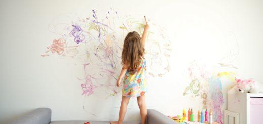 Детские рисунки на стене