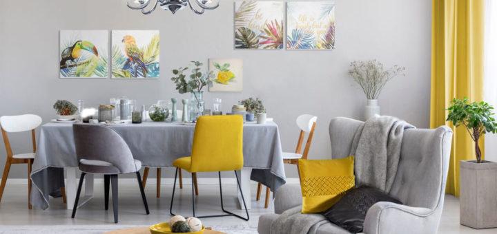 Яркие желтые акценты в серой гостиной