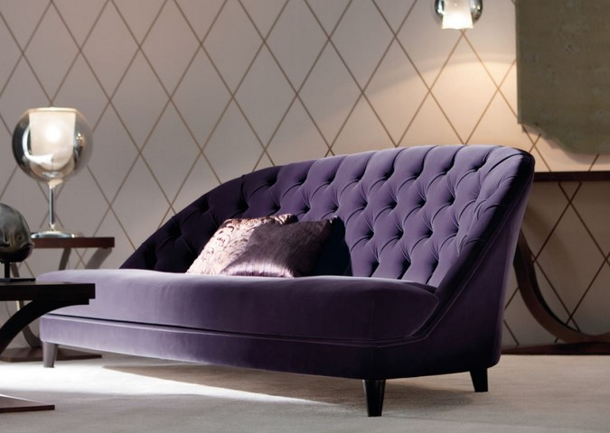фиолетовый стеганный диван