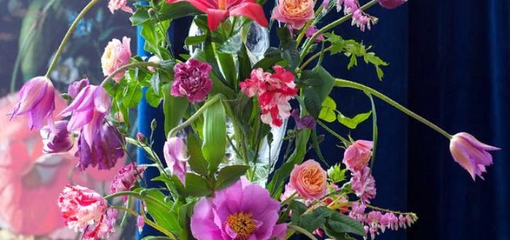 Красивая люстра из цветов