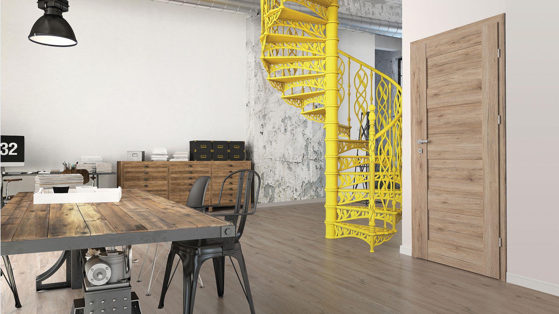 желтая лестница в интерьере