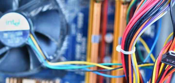 Маскировка кабелей в шкафу или за стенкой