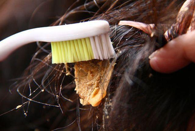 Удаляет жвачку с волос