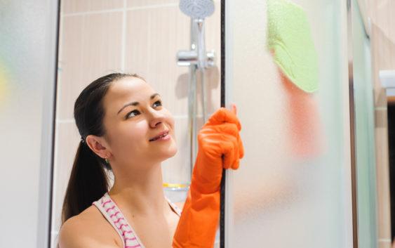 Очистит душевые двери