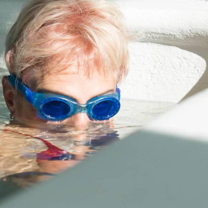 Очистить очки для плавания